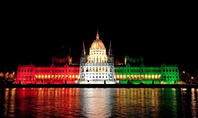 A képhez tartozó alt jellemző üres; parlament.jpg a fájlnév